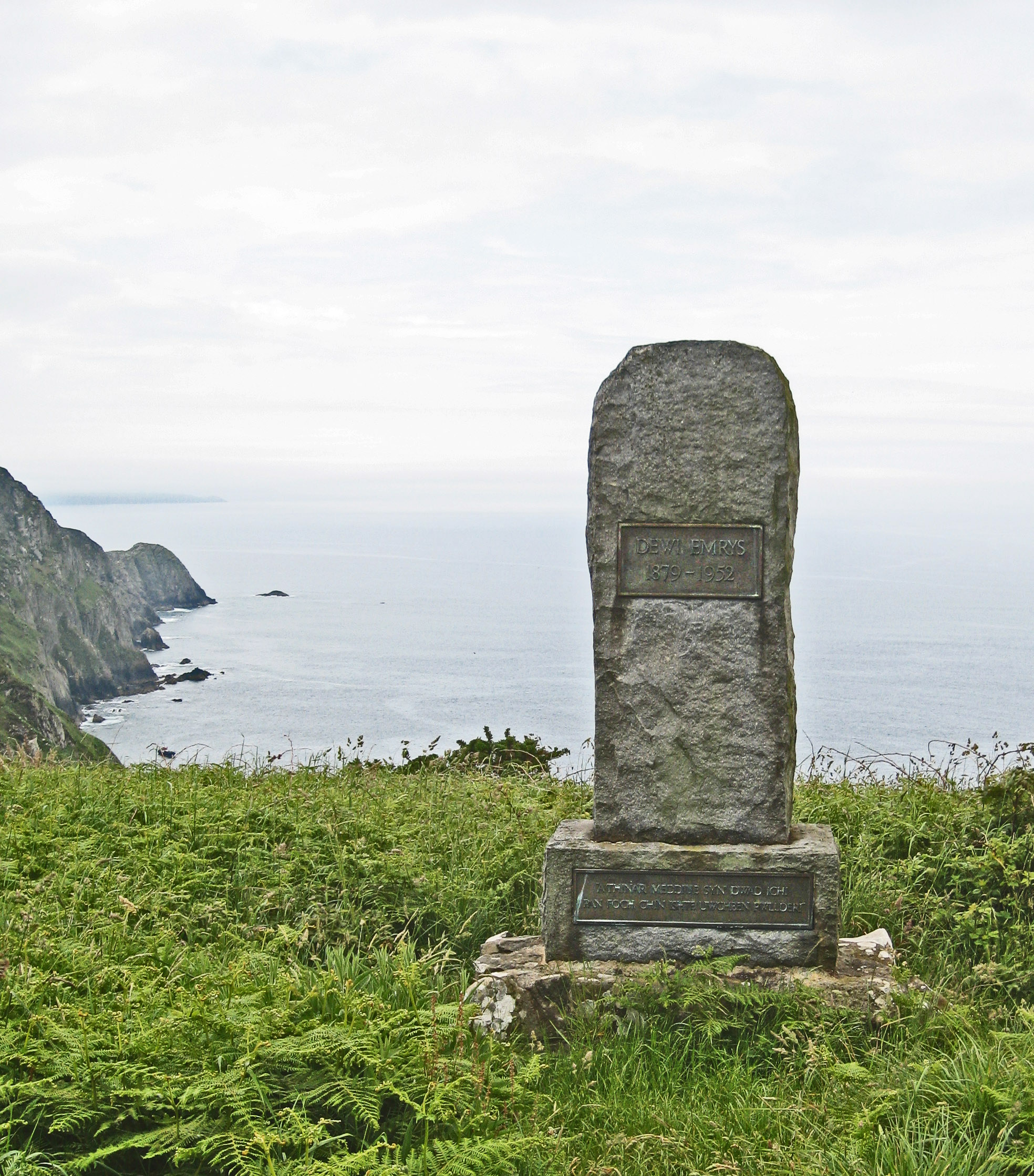 Memorial to poet Dewi Emrys at Pwll Deri